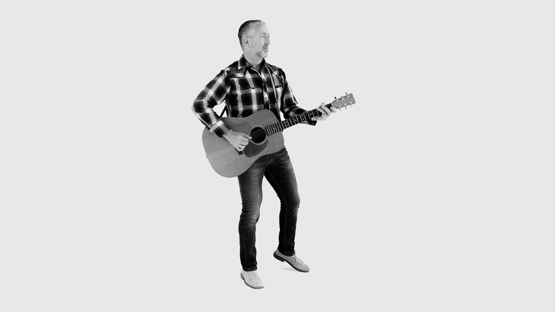 Klaus Michel spielt Akustik-Gitarre